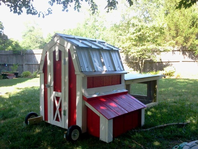 3x4x4-barn-tractor-with-a-metal-roof